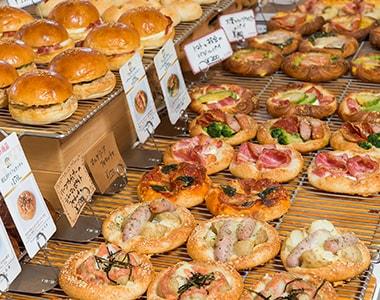 写真:焼きたての美味しいパンがたくさん