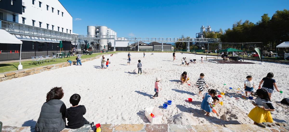 写真:おすすめは裸足の砂遊ひ