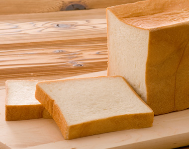 写真:しっとり口溶けの良いこだわりの食パン